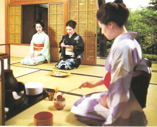 Teaszertartás japán szobában