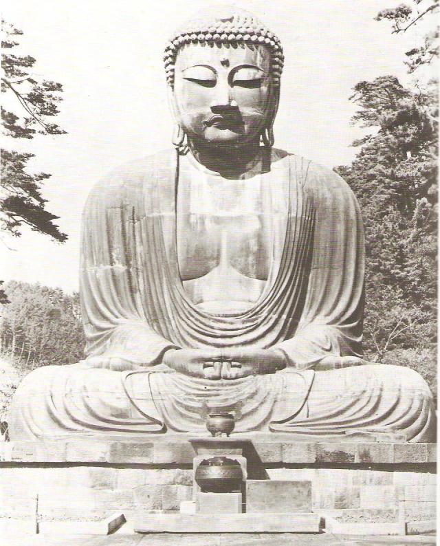 Óriási méretű (13 m magas) bronz Buddha Kamakurában 1252-ből