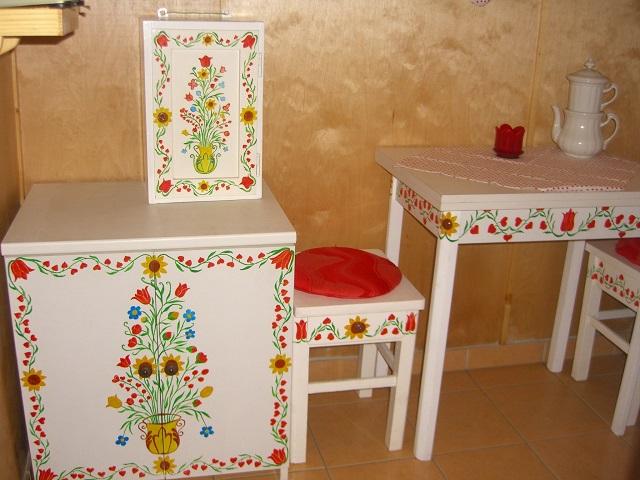 Tulipános-szíves festett bútor együttesem