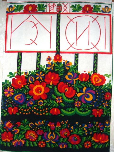 Matyó virágokkal, rovással kifejezett hazaszeretet